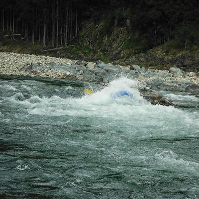頭から飛沫を被るほどの大きな波も北山川にはありますよ