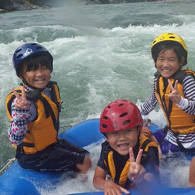 吉野川のラフティングは最初はちょっと怖くてもすぐに慣れてこの笑顔