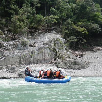 北山川の雄大な自然の中を悠然と流れて行きます