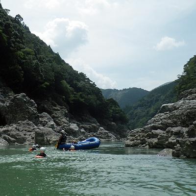 ラフトボートと一緒に北山川を流れてみるのもまた一興