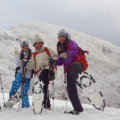 スノーシューなら雪を踏みしめても沈みません