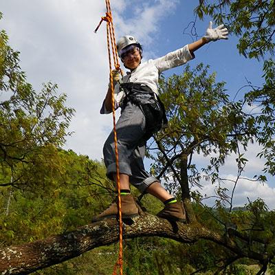 ツリーイングではバランスを取って木の枝に立つことだって出来ちゃいます